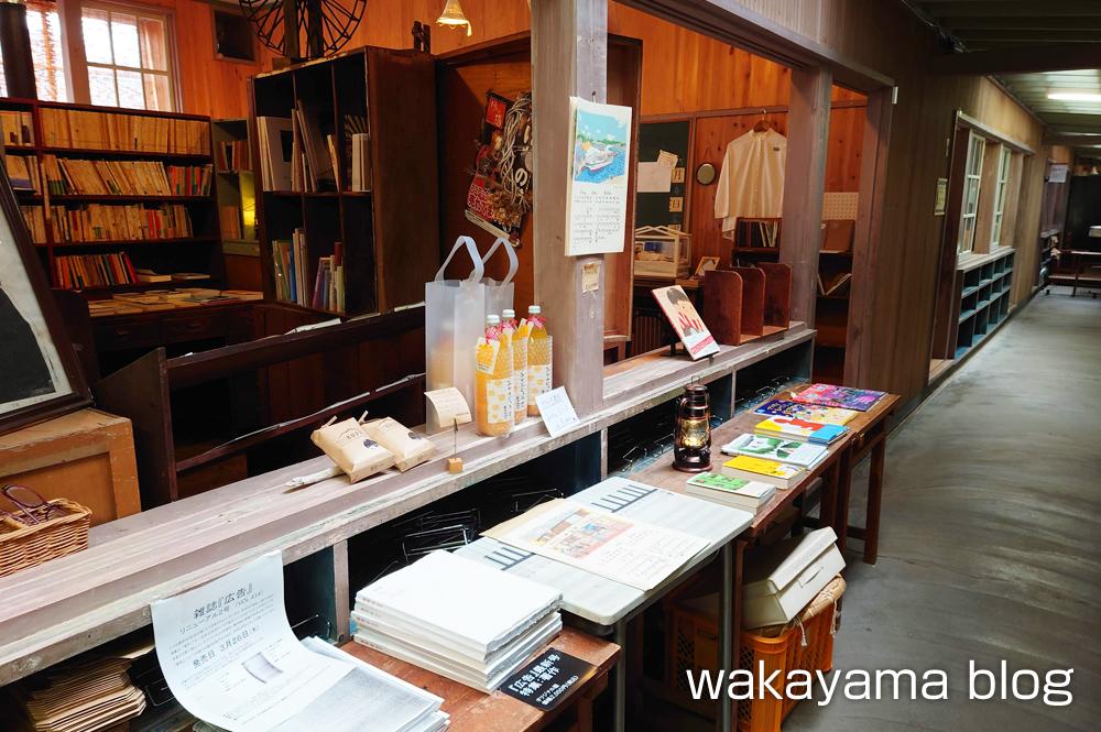 ブックカフェ クジュウ Bookcafe kuju