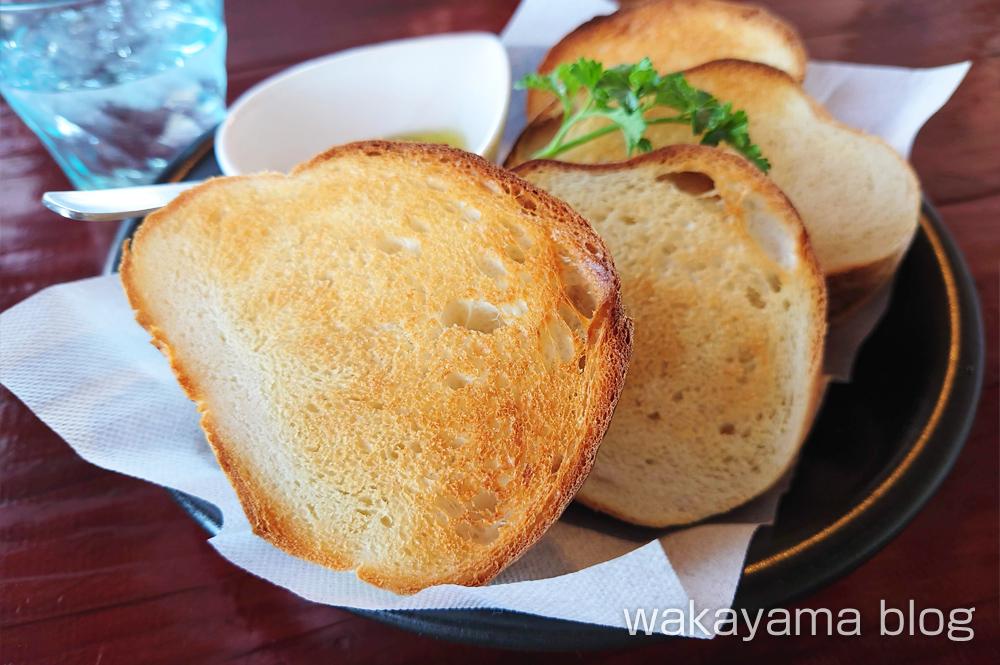 ペスカトーレ 白浜 自家製パン
